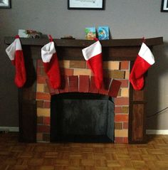 DIY FIreplace decoration made from cardboard boxes Its Christmas Eve, Nutcracker Christmas, Christmas Photos, Christmas Stockings, Christmas Holidays, Christmas Crafts, Christmas Brunch, Playhouse Furniture, Cardboard Furniture