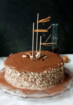Glutenfreie Nusstorte mit Kakao-Ahornsirup-Frischkäse-Buttercreme - Glutenfree Nut Cake with Cocoa Maple Syrup Cream Cheese Buttercream