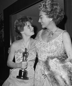 Patty Duke and Joan Crawford backstage at the Oscars in — at Santa Monica Civic Auditorium. Hollywood Cinema, Hollywood Star, Vintage Hollywood, Classic Hollywood, Joan Crawford Oscars, Patty Duke Show, The Miracle Worker, Old Celebrities, Academy Award Winners