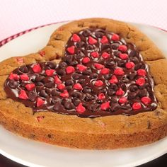 Just-For-You Giant Valentine Cookie (Easy; 12 to 16 servings) #valentine #food