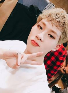 [#JOOHEON] Monbebes did you guys watch us live? Please anticipate the V App later ㅋㅋ Let's eat together #PressTheHearts #10oclock vlive.tv/video/26669    translated by fymonsta-x ϟ
