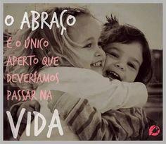 O abraço é o único aperto que devíamos passar na vida. | Mil-Frases