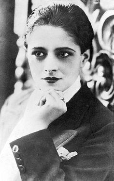 Mercedes Simone Tango female singer, lyricist and composer. For many people, she was the most remarkable female tango singer or at least the most representative and eclectic.
