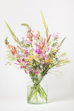 It& cold and gray outside. Our flowers shine for it and .- It& cold and gray outside. Our flowers shine all the more! Cut Flowers, Fresh Flowers, Dried Flowers, Spring Flowers, Beautiful Flowers, Flowers Nature, Beautiful Flower Arrangements, Floral Arrangements, Flower Power