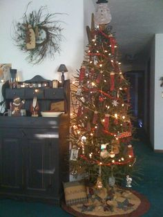 Tree with silicone lights, primitive mitten garland, tin snowman tree ...
