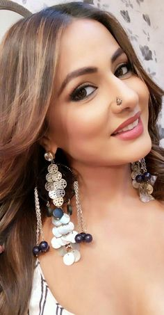 Hina Khan looks gorgeous Girls With Nose Rings, Nose Ring Jewelry, Heena Khan, Most Beautiful Indian Actress, Beautiful Actresses, Nose Stud, India Jewelry, Fantasy Jewelry, India Beauty
