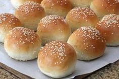 A homemade slider buns recipe that you can make in the bread machine or oven that takes under twenty minutes. Homemade Sliders, Homemade Sandwich, Sandwich Buns Recipe, Homemade Buns, Homemade Breads, Mini Burger Buns, Mini Hamburgers, Bread Machine Recipes, Bread Recipes