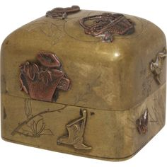 A beautiful antique mixed metal alloy Japanese box, made of brass with a copper elements. The type of mixed metal work is called Shakudo, historically