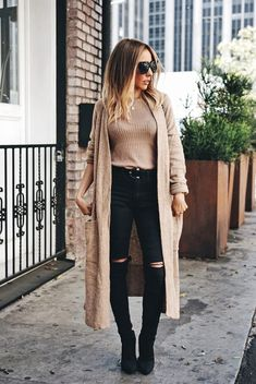 With the cooler months in mind, long cardigan outfits are back on the style scene and better than ever. Here are stylish long cardigan outfits you must see! Cozy Fall Outfits, Fall Outfits 2018, Spring Outfits, Pants Outfits, Mode Outfits, Trendy Outfits, Outfits With Black Jeans, Casual Jeans, Women's Casual
