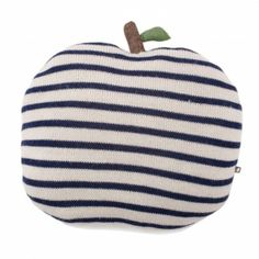 http://static.smallable.com/422465-thickbox/peluche-pomme-a-rayure-bleu.jpg