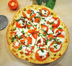 Margherita Flatbread Pizza. Click for the full recipe and step by step photos...