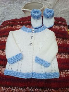 Ravelry: Bella Baby Jacket pattern by marianna mel Baby Cardigan Knitting Pattern Free, Baby Booties Free Pattern, Baby Sweater Patterns, Crochet Baby Cardigan, Baby Hats Knitting, Booties Crochet, Knitted Baby, Hat Crochet, Baby Patterns