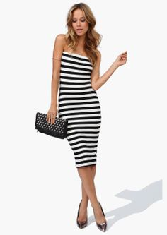 Gorgeous tube dress in black and white stripes Estilo Fashion, Fashion Mode, Love Fashion, Womens Fashion, Hipster Fashion, Fashion News, Cute Dresses, Beautiful Dresses, Cute Outfits