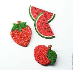 """Купить Брошки """"Вязаные фрукты"""" - ярко-красный, яблоко, клубника, вязание, пряжа, интересная брошь"""