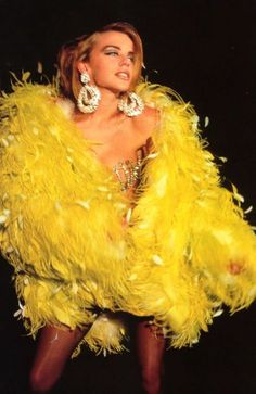 """The photo """"Kylie Minogue"""" has been viewed 235 times. Lovely Dresses, Beautiful Outfits, Kylie Minogue Hair, Rara Skirt, Concave Bob, Blitz Kids, Tube Skirt, Double Denim, Lace Scarf"""
