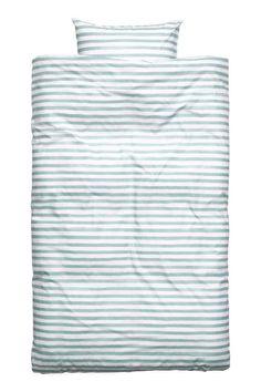 Parure de couette rayée: Parure de couette en fil de coton fin avec rayures imprimées. Housse fermée par boutons-pression métalliques dissimulés à la base. Une taie d'oreiller. Fil 30. Densité 57 fils/cm².