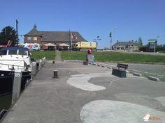 Betonbank DeLuxe Antraciet met leuning bij Dorpshaven in Numansdorp in Numansdorp