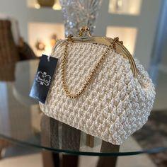 Diy Crochet Bag, Crochet Panda, Crochet Purse Patterns, Crochet Clutch, Crochet Handbags, Crochet Purses, Knit Crochet, Crochet Stitches For Beginners, Handmade Handbags