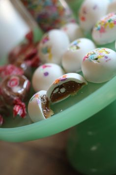 Making food makes me feel better. When I was a kid, I loved white chocolate and caramel. Wilton Candy Melts, How To Melt Caramel, Candy Molds Silicone, Cream Candy, Coloring Easter Eggs, Rainbow Sprinkles, Easter Candy, Egg Shape, White Chocolate