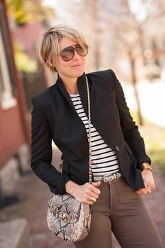 jeans (NYDJc/o), blazer (Zara see similarHERE 30% OFF), blouse (Loft, see similarHERE), belt (J.Crew), cuff (Morton James), flats (Zara), ring (Lagos,Anna Beck), bag (Elaine Turner c/o see similarHERE), shades (Gucci) Sometimes a look doesn't need much muss or fuss. Sometimes, rather, all you need is a good combo of basics with just one little element …