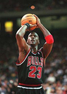 (* ̄∇ ̄)/ Michael Jordan