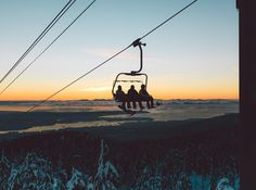 "6,424 To se mi líbí, 31 komentářů – Burton Girls (@burtongirls) na Instagramu: ""Going up. #BurtonGirls #Ridingisthereason #Snowboarding"""
