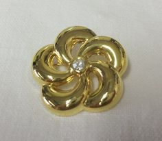 Vintage Gold Tone Flower Brooch by athenasvintage on Etsy
