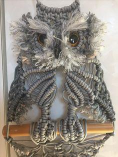 gufetto in macrame!!! Owl Patterns, Crochet Patterns, Macrame Owl, Owl Crafts, Macrame Design, Owl Art, String Art, Tatting, Weaving