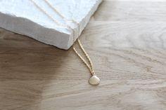 Le produit Collier ELINA est vendu par Lili.C dans notre boutique Tictail.  Tictail vous permet de créer gratuitement en ligne un shop de toute beauté sur tictail.com