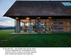 House P en Autriche par Gangoly & Kristiner Architekten - Journal du Design Architecture Cool, Sauna House, Barn Renovation, Beautiful Interior Design, Old Barns, Design Case, House Design, Outdoor Decor, Wine Storage