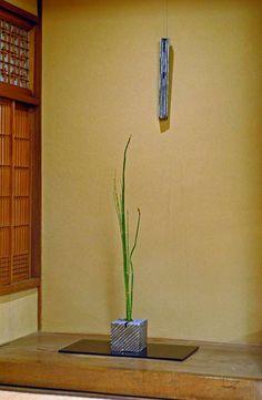 The ceramic recreations of Munemi Yorigami Slab Ceramics, White Ceramics, Ceramic Boxes, Ceramic Vase, Japanese Ceramics, Porcelain Clay, Party Centerpieces, Ikebana, Wall Sculptures