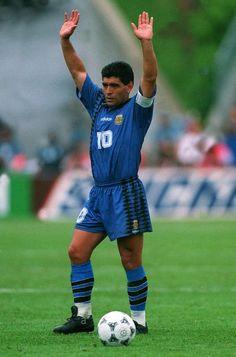 Maradona salida al público antes de comenzar el partido Football Images, Football Cards, Football Jerseys, Good Soccer Players, Football Players, Argentina Football, Diego Armando, My Dream Team, Fifa World Cup