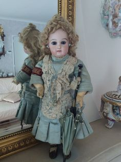 First periode jumeau with original Ernestine jumeau dress,Collection Marsjadoll.