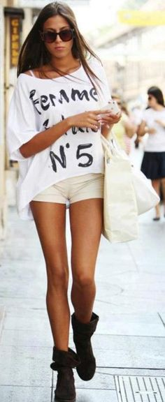 What is your favorite look at the shown street style images? Let me know in the comments below. Passion For Fashion, Love Fashion, Style Fashion, Woman Fashion, Latest Fashion, Cute Summer Outfits, Casual Outfits, Casual Clothes, Street Fashion Tumblr
