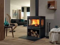 DRU – Vidar Triple is a freestanding wood stove with windows on 3 sides – Freestanding fireplace wood burning Fireplace Logs, Fireplace Design, Fireplace Ideas, 3 Sided Fireplace, Fireplace Windows, Freestanding Fireplace, New Homes, Living Room, Interior Design