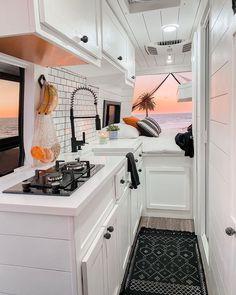 Van Conversion Kitchen, Van Conversion Interior, Camper Van Conversion Diy, Sprinter Van Conversion, Bus Living, Tiny House Living, Kombi Home, Campervan Interior, Motorhome Interior