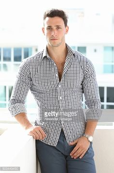 Outfits Casual, Mode Outfits, Men Casual, Mens Fashion Suits, Men's Fashion, Dr Mike Varshavski, Hot Doctor, Moda Formal, Beautiful Men Faces