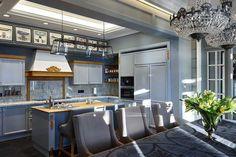 Деревянный загородный дом из бруса с собственной баней, крытым бассейном и красивой территорией сам по себе уже является мечтой. А с такими великолепными интерьерами, как в данном конкретномпроекте от студии ArtHall, этои вовсе что-то невероятное! Приятная цветовая гамма из нейтральных оттенков, элегантная мягкая мебель, большие окна — дизайн и оформление выполненыс большим вкусом и с …