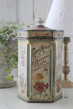 Boîte vintage française.....Boîte à chicorée  ( Royal  Moka)