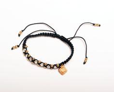 MM STBELT: Tejido en hilo de nylon con bolitas en chapa de oro y cristales checos corte diamante. Color negro