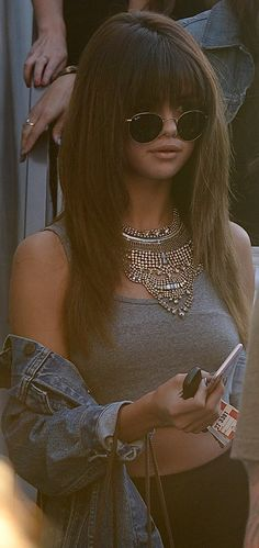 Look at Selena's amazing hair! And that necklace! Nine Zero One. (Celebrity Fitness Inspiration)