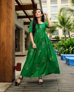 Royal Green Handblock Maxi Dress – Aachho Royal Green Maxi Dress embellished with Golden Handblock Print all over it . Green Maxi, Pink Maxi, Green Dress, Indian Designer Outfits, Designer Dresses, Bandhani Dress, Royal Green, Eid Outfits, Eid Dresses
