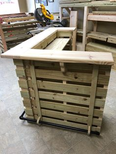 Wooden Pallet Furniture The Buccaneer Pallet Bar / Tiki Bar September Sale Diy Wood Pallet, Wood Pallet Recycling, Wooden Pallet Projects, Wooden Pallet Furniture, Recycled Pallets, Bar Furniture, Wooden Pallets, Recycling Ideas, Outdoor Pallet Bar