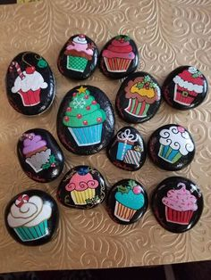 Lots and Lots of Cupcakes painted rocks Rock Painting Patterns, Rock Painting Ideas Easy, Rock Painting Designs, Pebble Painting, Pebble Art, Stone Painting, Cupcake Painting, Cupcake Art, Painted Rocks Kids