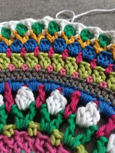 Ich tu mal so rum-häkeln – Häkelfieber – Karla Linn - Crochet Baby Blanket Crochet, Crochet Shawl, Crochet Stitches, Knit Crochet, Knitting Patterns, Crochet Patterns, Baby Hats Knitting, How To Start Knitting, Crochet For Beginners