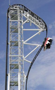 Angle of the world's largest roller coaster - Japan Yamanashi Fujikyu