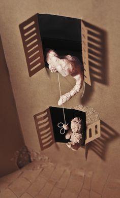 Detrito, fotografía, maqueta de cartón, cartulina y arcilla