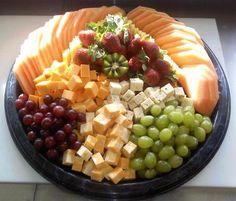 Fruit and Cheese Tray - Comidas fiestas Cheese Tray Display, Cheese Fruit Platters, Cheese And Cracker Platter, Food Platters, Cheese Platters, Cheese And Crackers, Simple Cheese Platter, Meat Trays, Fruit Trays