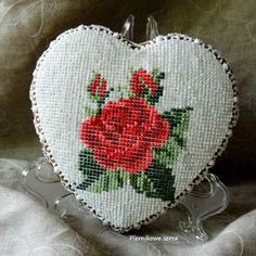 Red rose, petit point in royal icing by Piernikowe Serca, posted on Cookie Connection