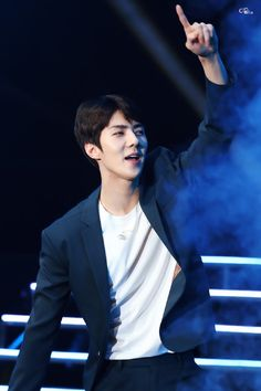 might as well bias sehun since i have so many fuckin pictures of him in my camera roll